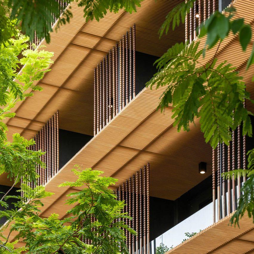 ACA Architects adds horizontalrainscreens to Dor-Shada Resort in Thailand