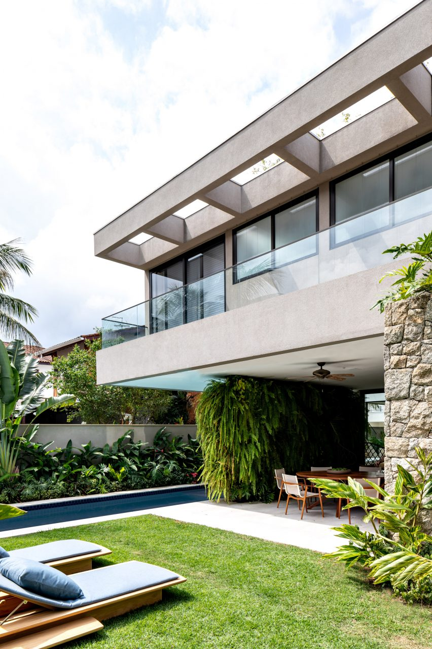 House NK by Rua 141 and Zalc Arquitetura
