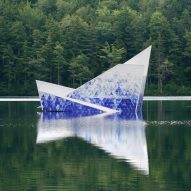 Iceberg forms floating diving platform in New Hampshire lake