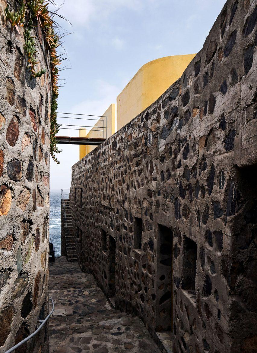Los Vilos House by Cristián Boza