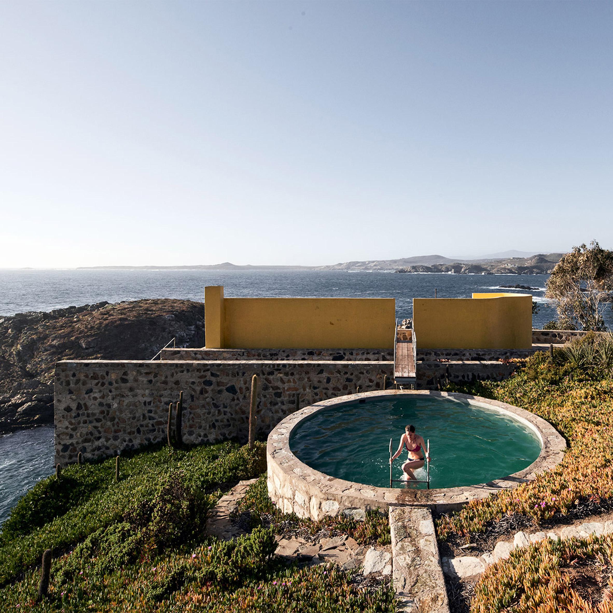 Architectural swimming pools: Los Vilos House by Cristián Boza
