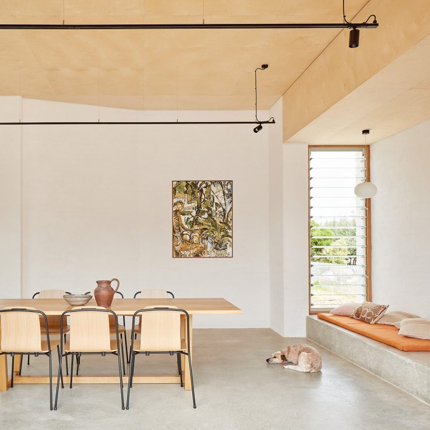 Wood and white brick feature in Perth extension by David Barr Architects