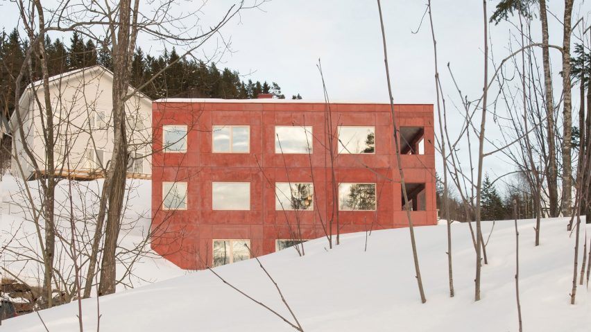 Red concrete house by Sanden + Hodnekvam