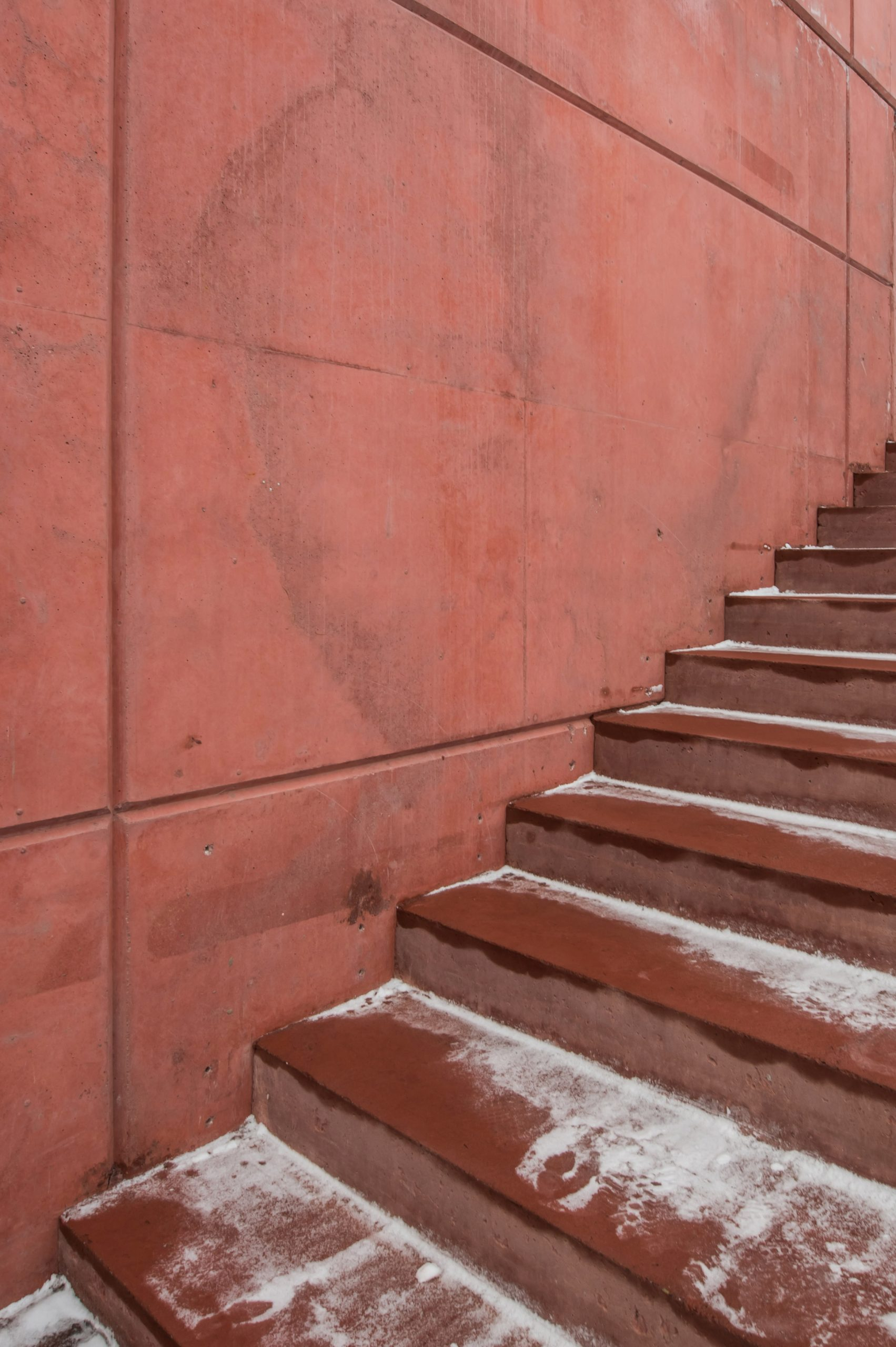 Red concrete house by Sanden+Hodnekvam