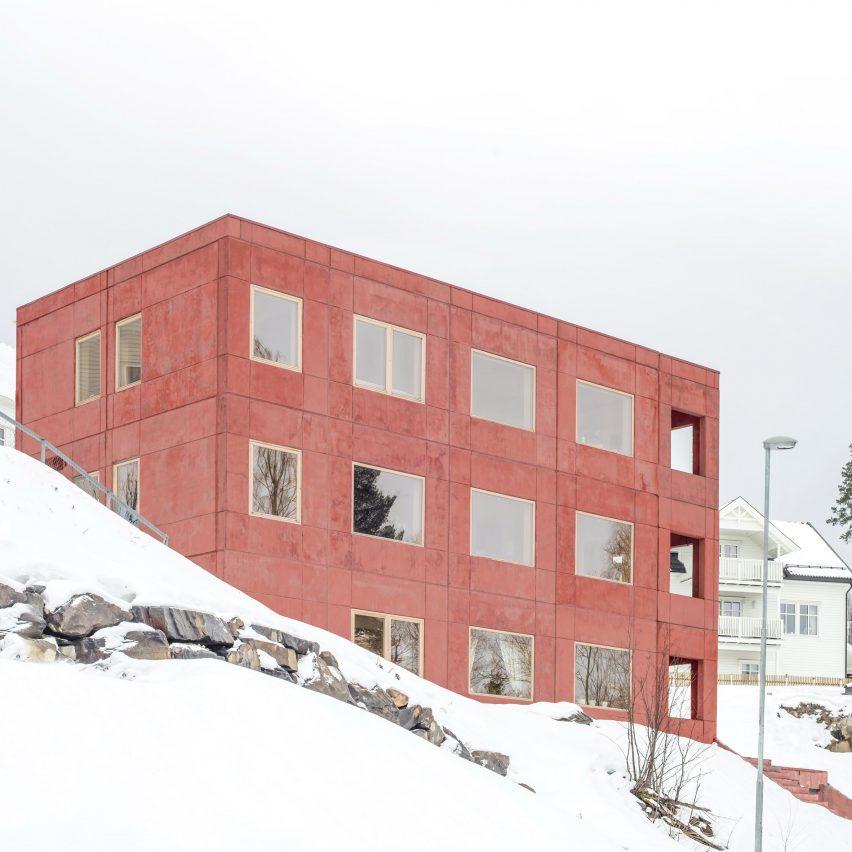 Sanden+Hodnekvam Arkitekter creates red concrete house in Lillehammer