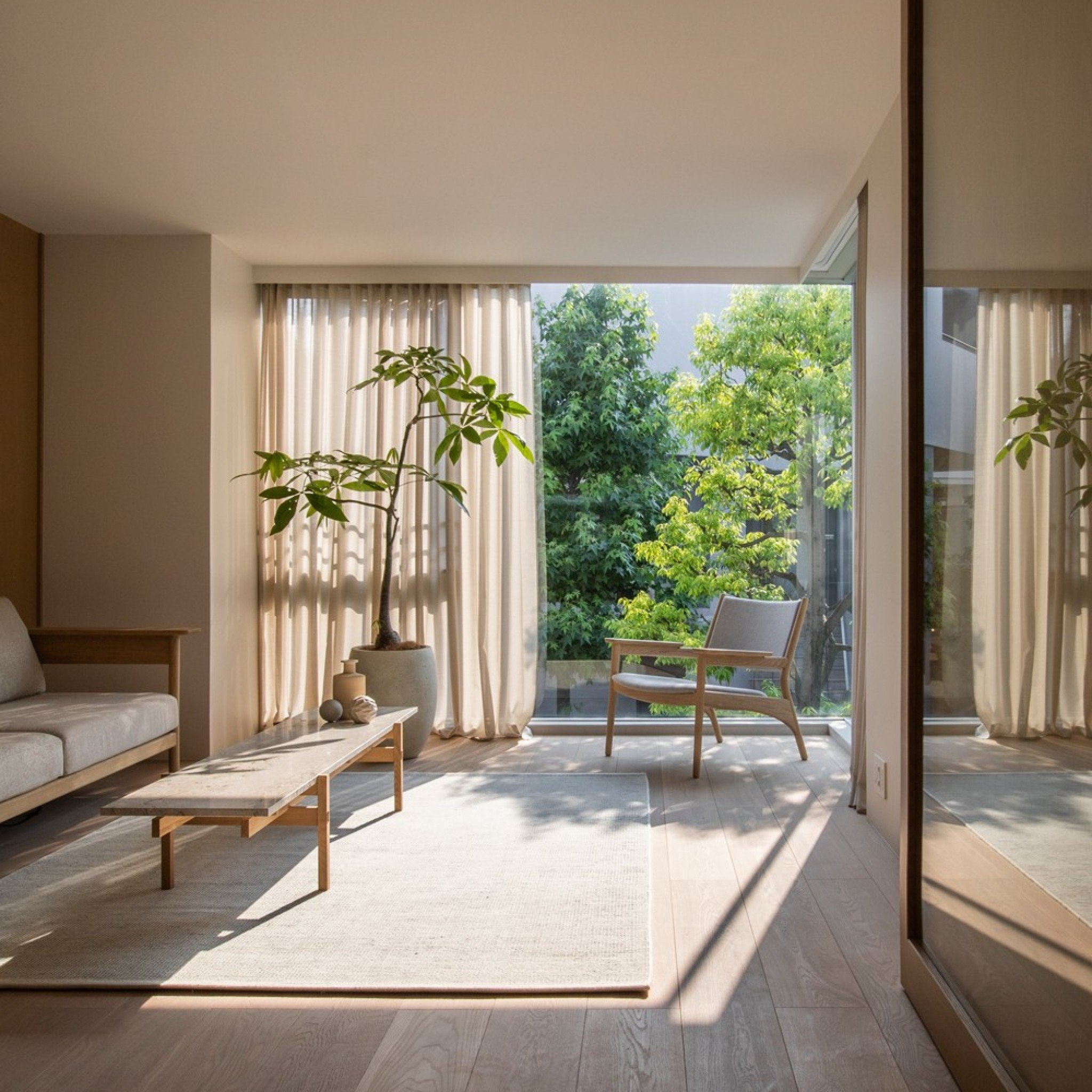 Ten elegant living rooms with Japandi interiors
