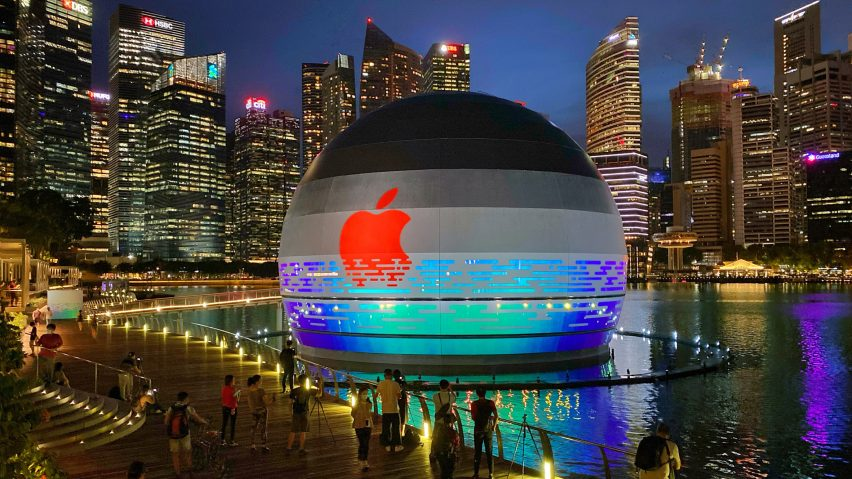 """Apple Marina Bay Sands is a """"floating"""" spherical Apple Store bt Foster + Partners"""