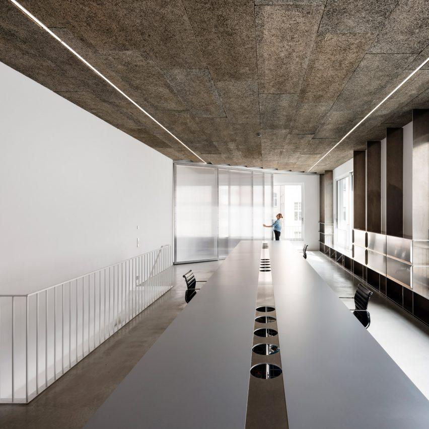 Gonzalez Haase AAS creates minimal interior for Berlin communications office