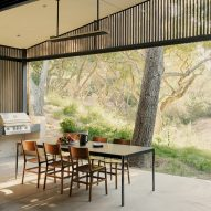 Dawnridge House by Field Architecture splits in two around giant oak tree