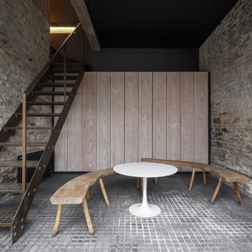 Grain loft studio in Nympsfield, UK, by Richard Parr Associates