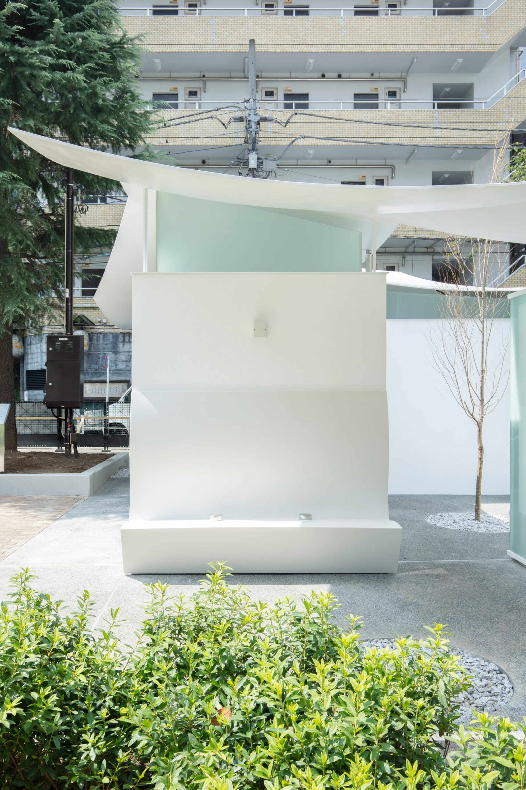 Public toilet in Tokyo'sEbisu East Park by Fumihiko Maki