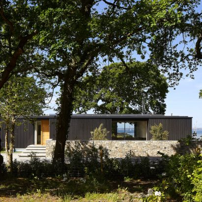 Island Rest holiday home in Isle of Wight designed by Str?m Architects