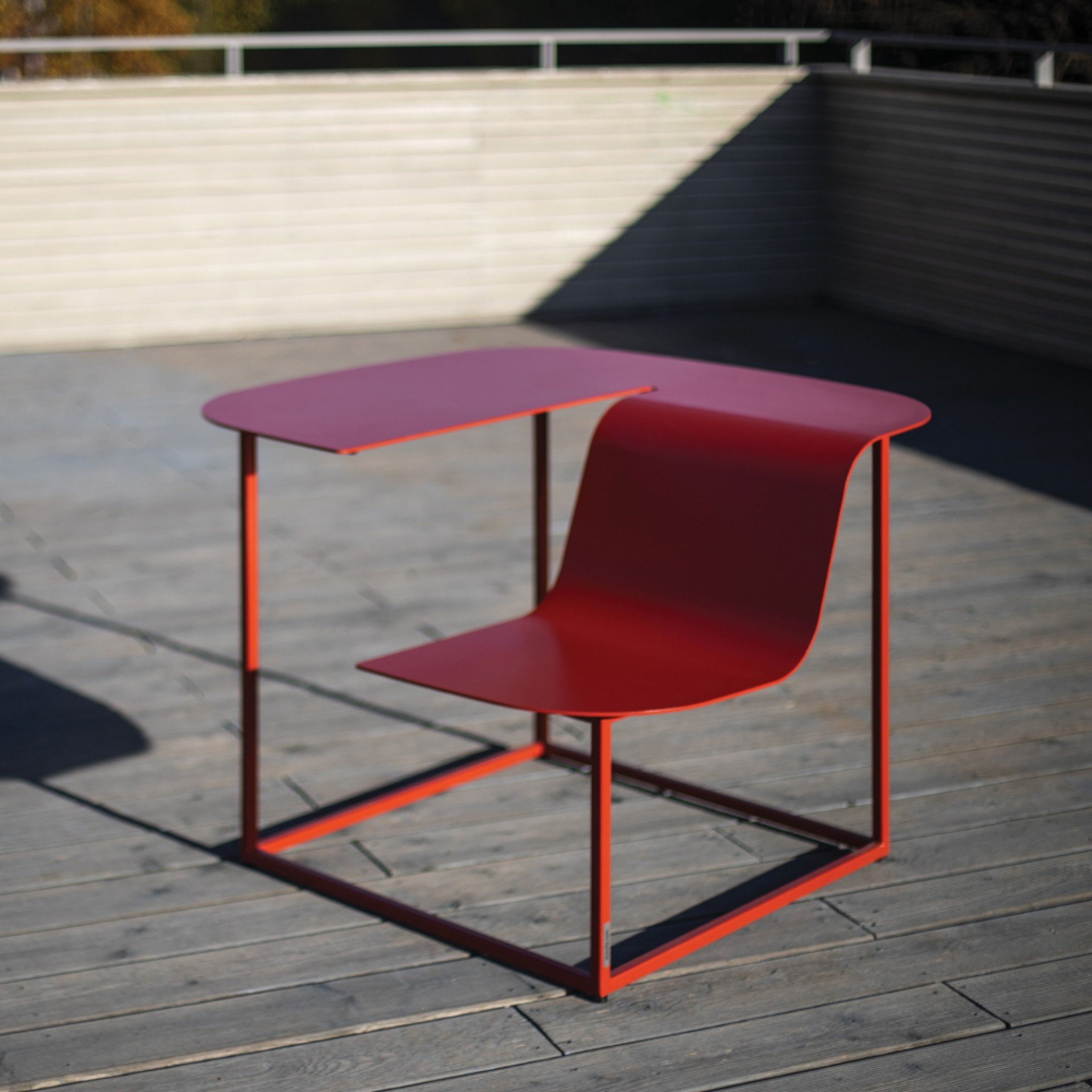 Manta outdoor seating element