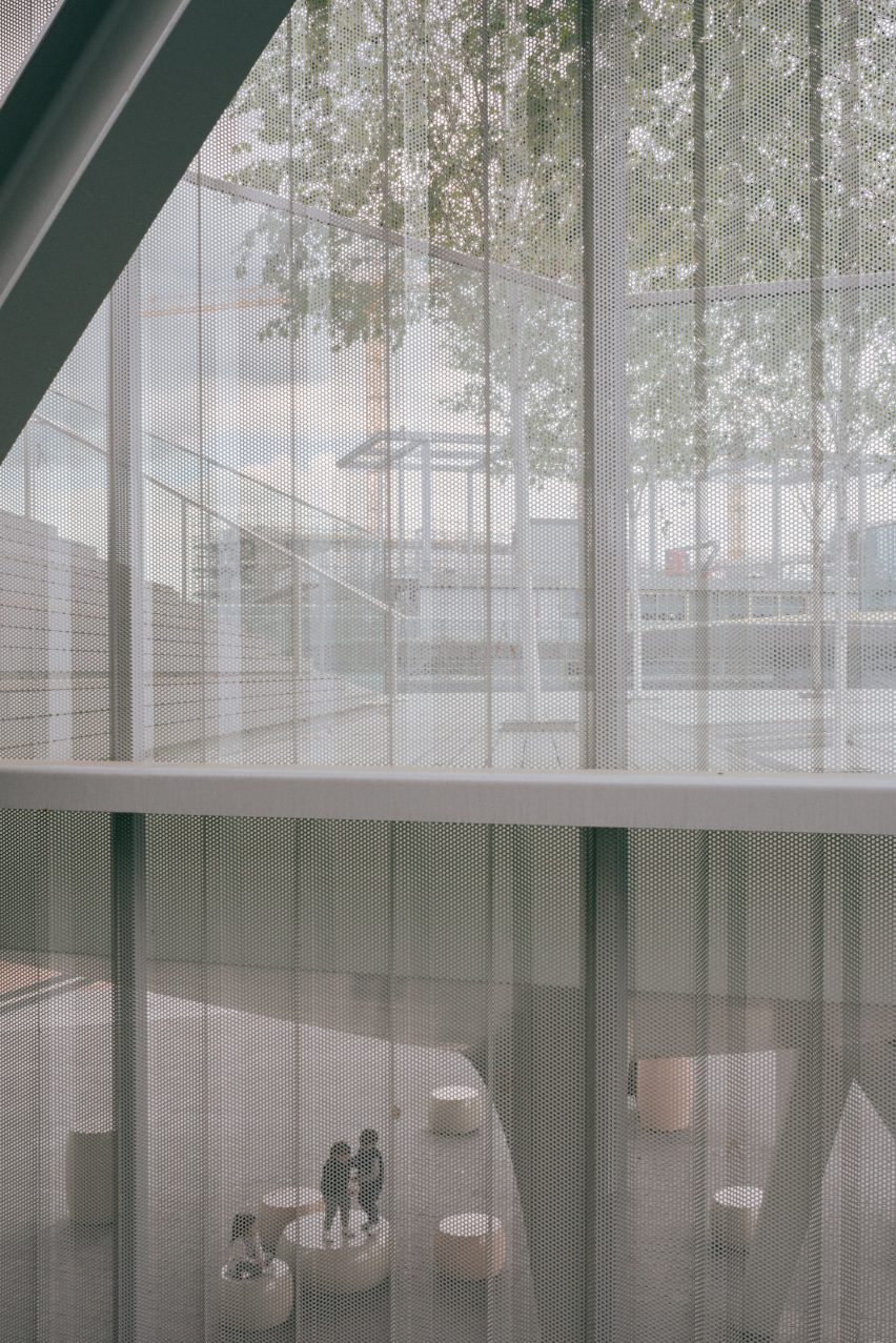 North Greenwich Sculptural Screen by Neiheiser Argyros