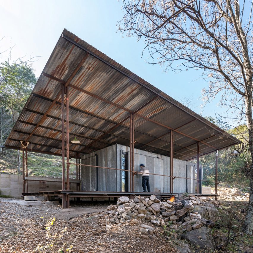 STC Arquitectos builds cabin in Argentinian woods with reclaimed materials