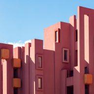 "Sebastian Weiss photographs Ricardo Bofill's ""delightfully confusing"" La Muralla Roja"