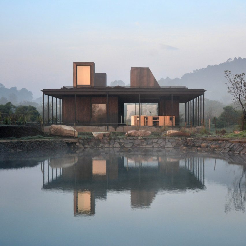 Casa Temascaltepec: The main residence is conceived as a pavilion.