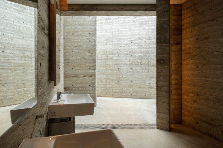 Modern Kawaya Tokyo Toilet by Wonderwall em Shibuya, Japão