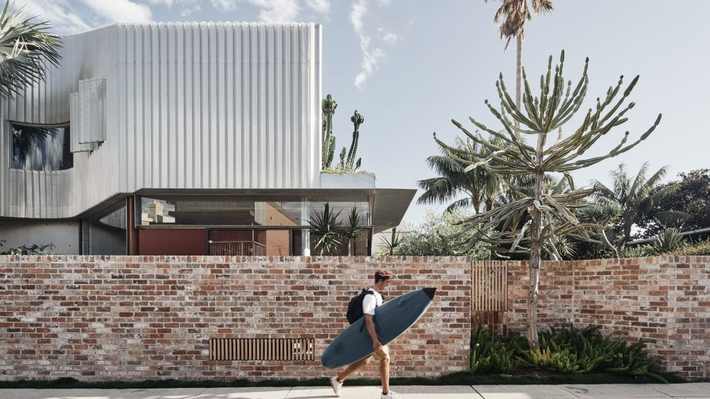 """Andrew Burges Architects designs Bismarck House in Bondi as a """"continuous garden"""""""