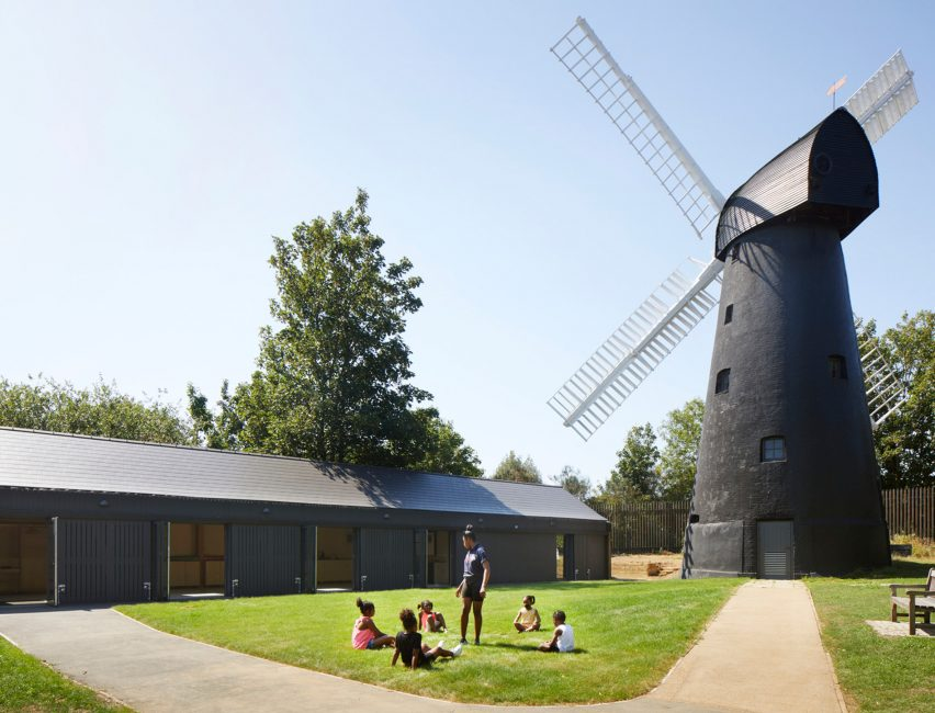 Brixton Windmill Center da Squire & Partners