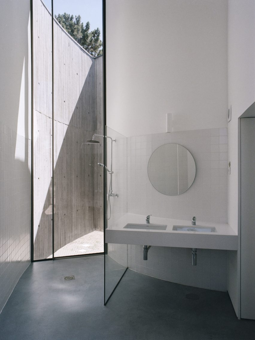 Bathroom of Trefoil House by Double O Studio