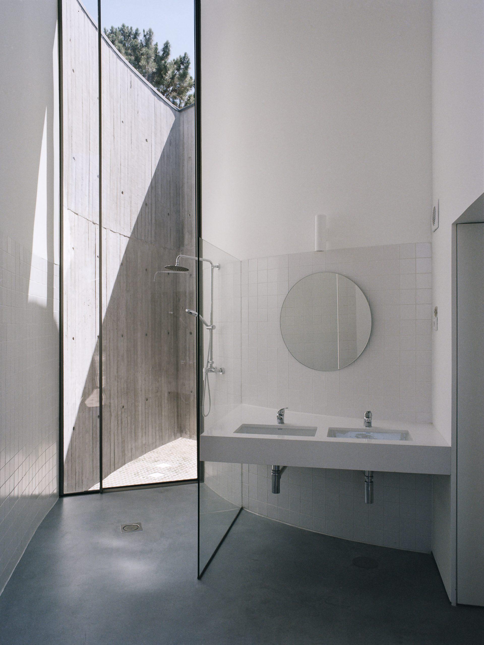 Bathroom of Trefoil House by Double O Studio