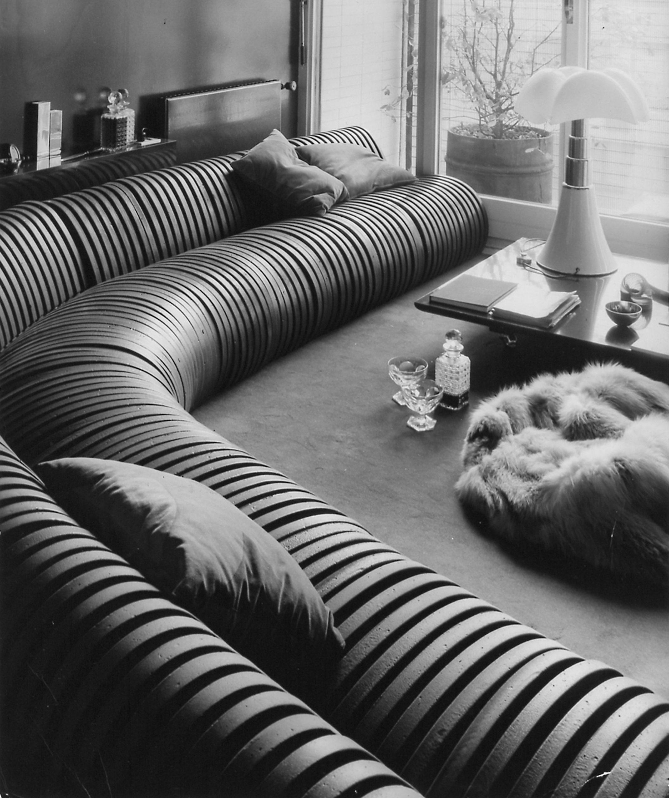 Cini Boeri's foam Serpentone sofa for Arflex