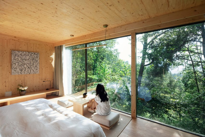 Interior views of a cabin by Wiki World and Advanced Architecture Lab