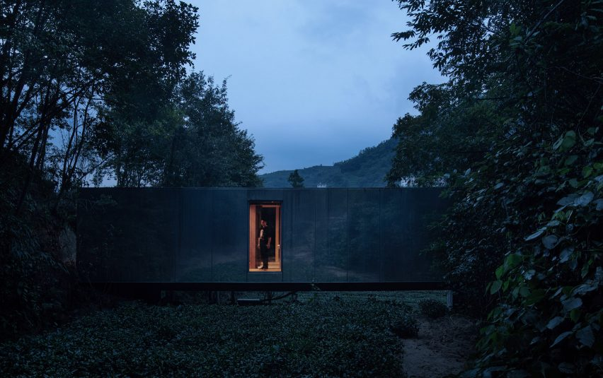 Bridge cabin for hotel Mountain and Cloud Cabins by Wiki World and Advanced Architecture Lab