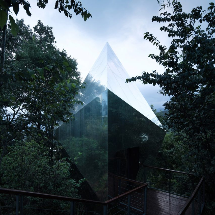 An angular cabin with mirrored cladding