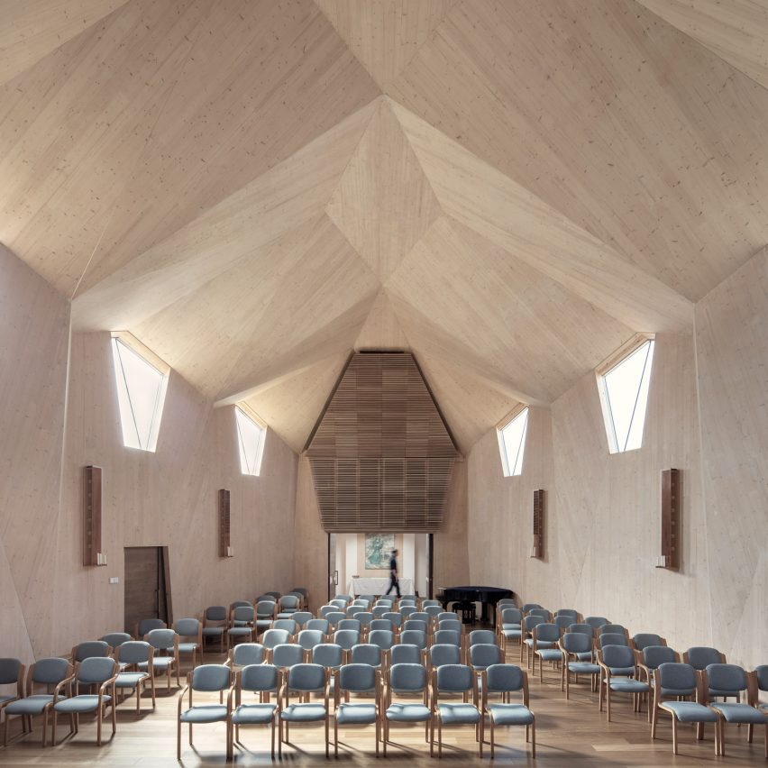Nicolas Pople Architects creates vaulted CLT church in Stroud