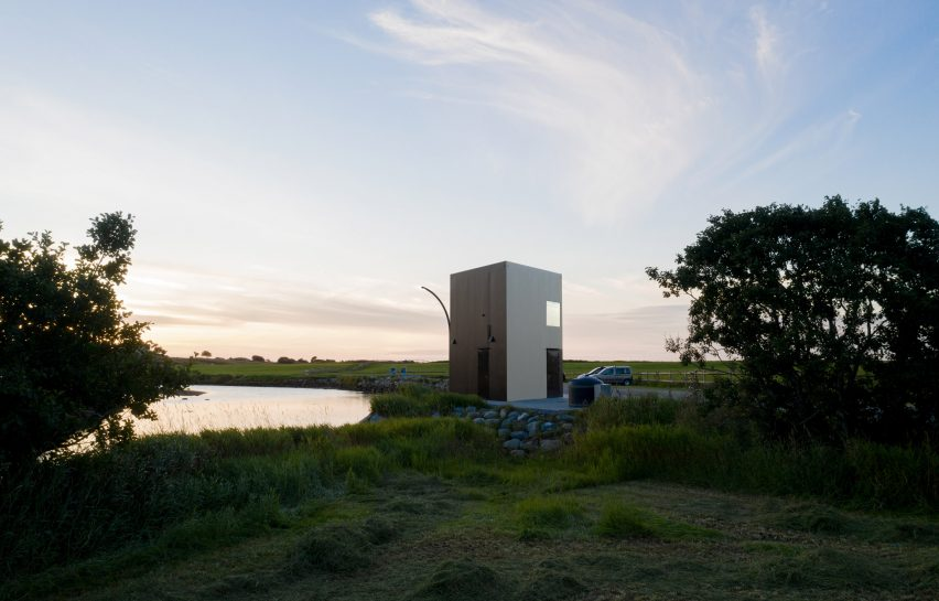 Farstadsanden beach toilet by Rever & Drage