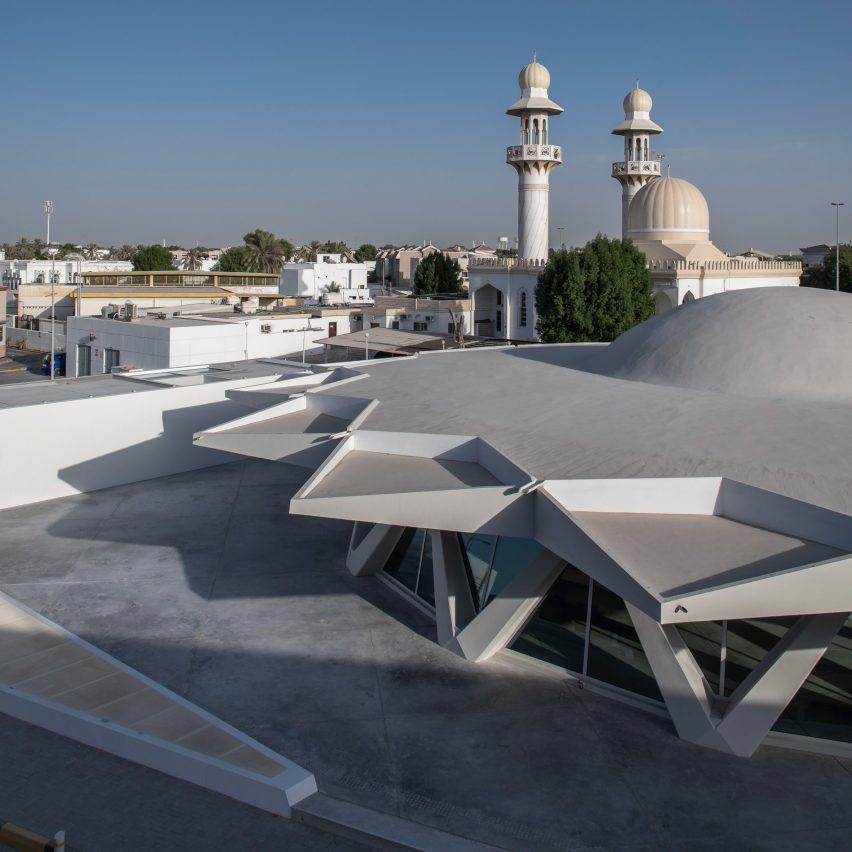 Disco voador brutalista em Sharjah por SpaceContinuum Design Studio para Sharjah Art Foundation