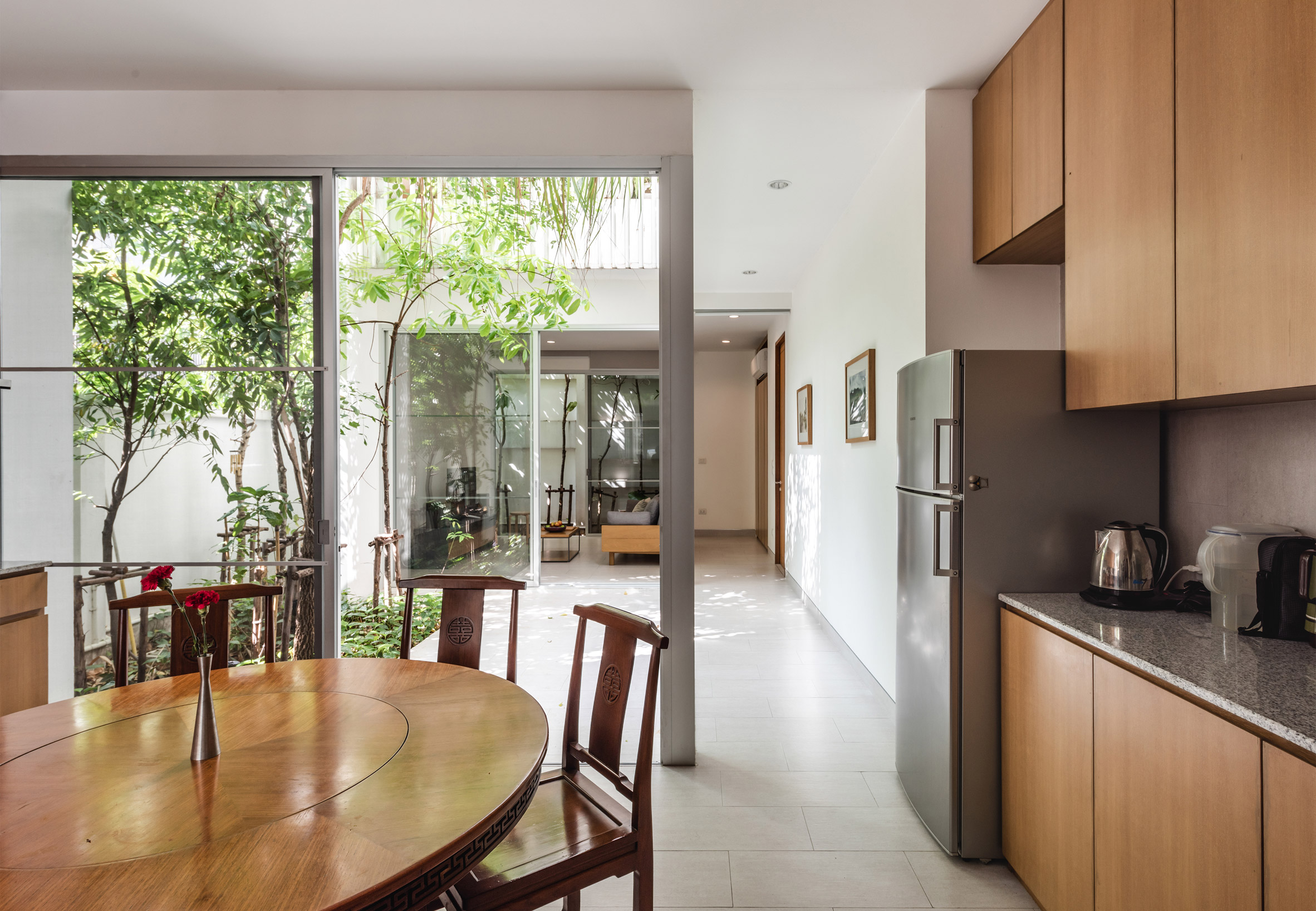Kitchen and internal courtyard of the Forest House by Shma Company