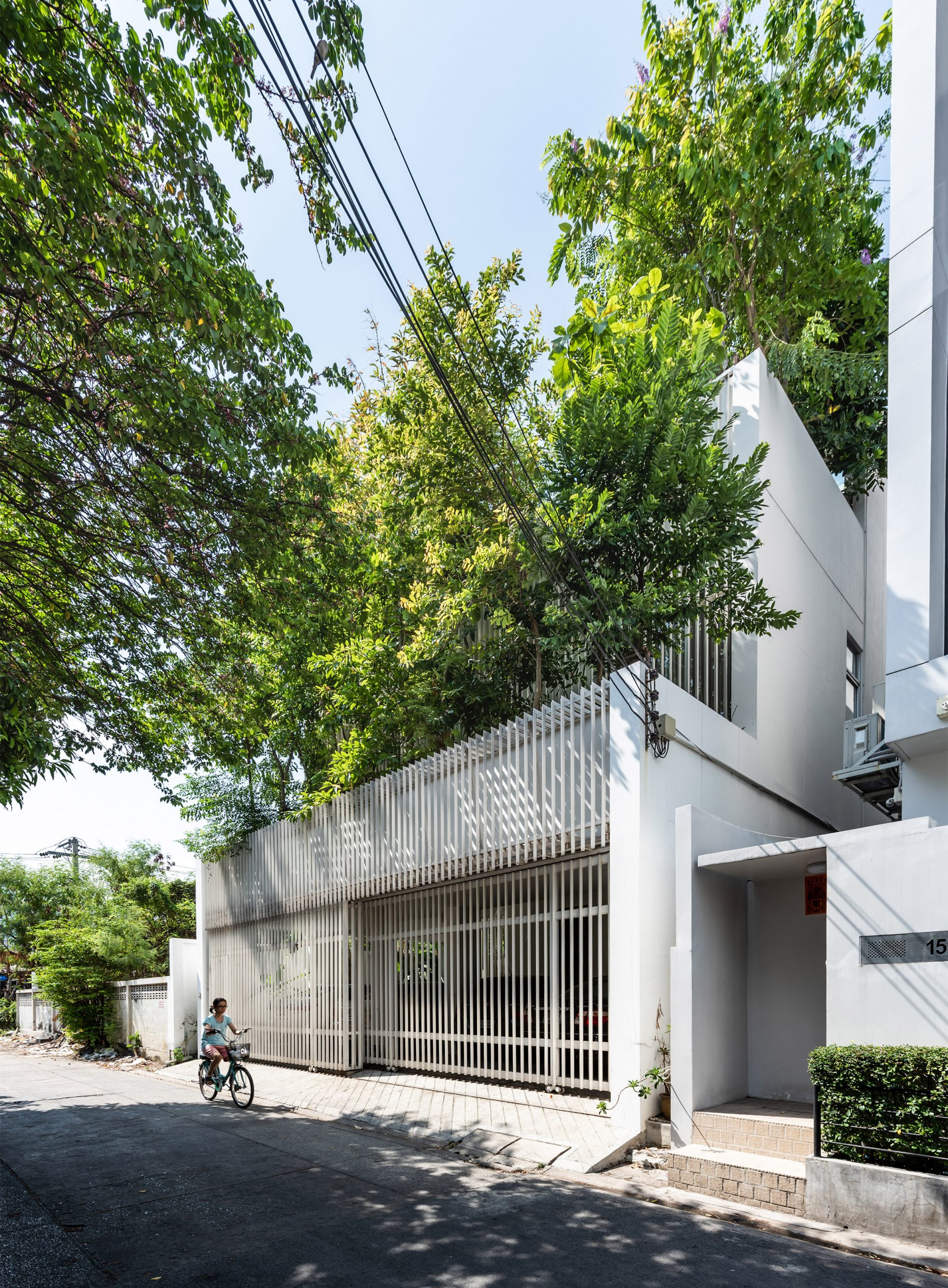 Louvres on the facade of the Forest House by Shma Company