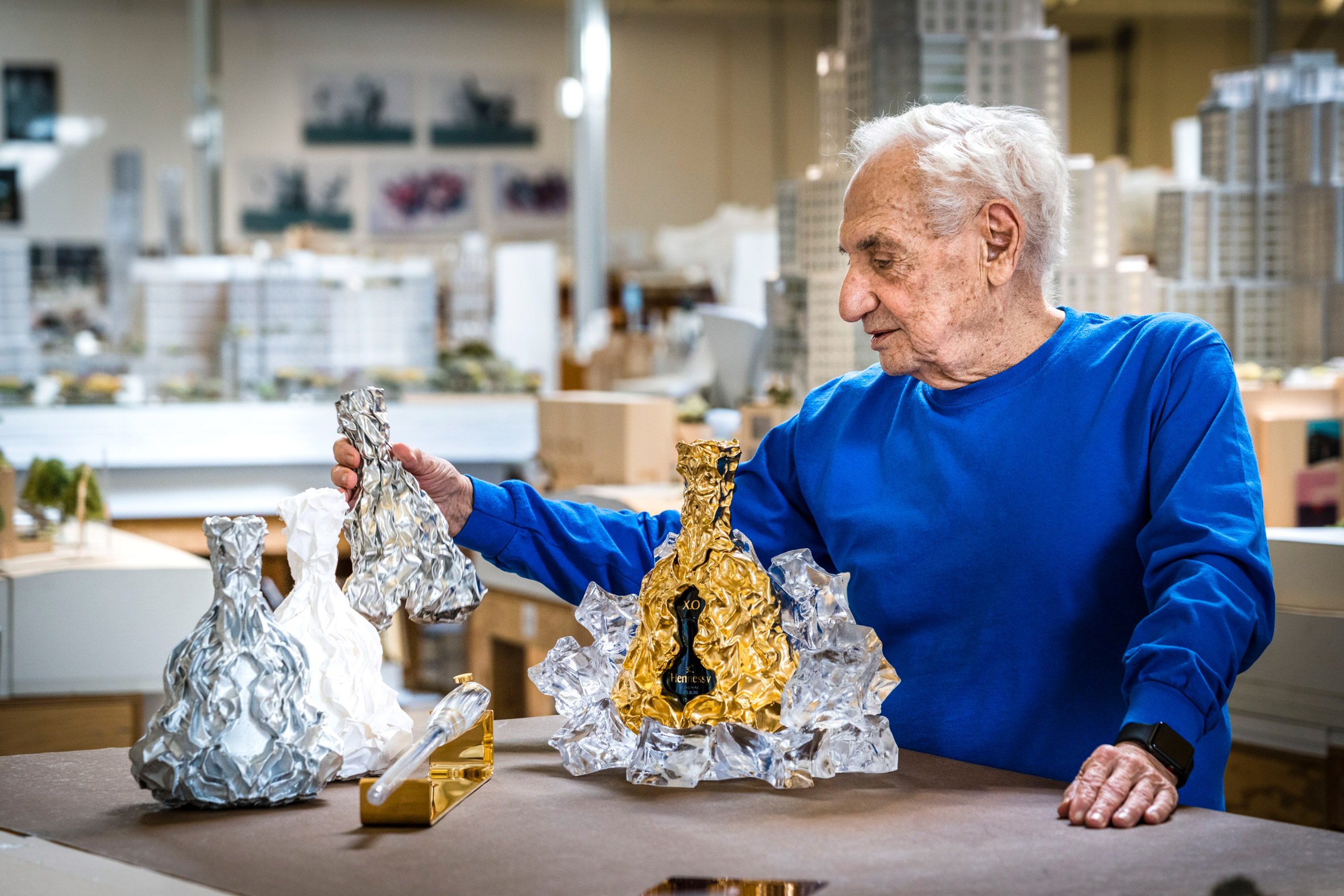 Frank Gehry forges gold bottle to mark 150th anniversary of Hennessy X.O