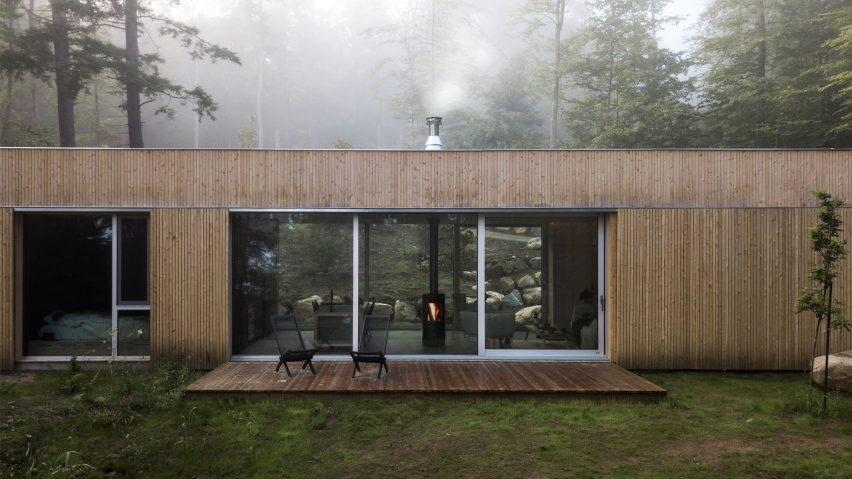 Hinterhouse by Ménard Dworkind