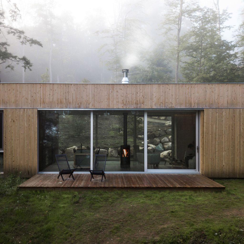 Hinterhouse is a prefab hideaway in Quebec woodland