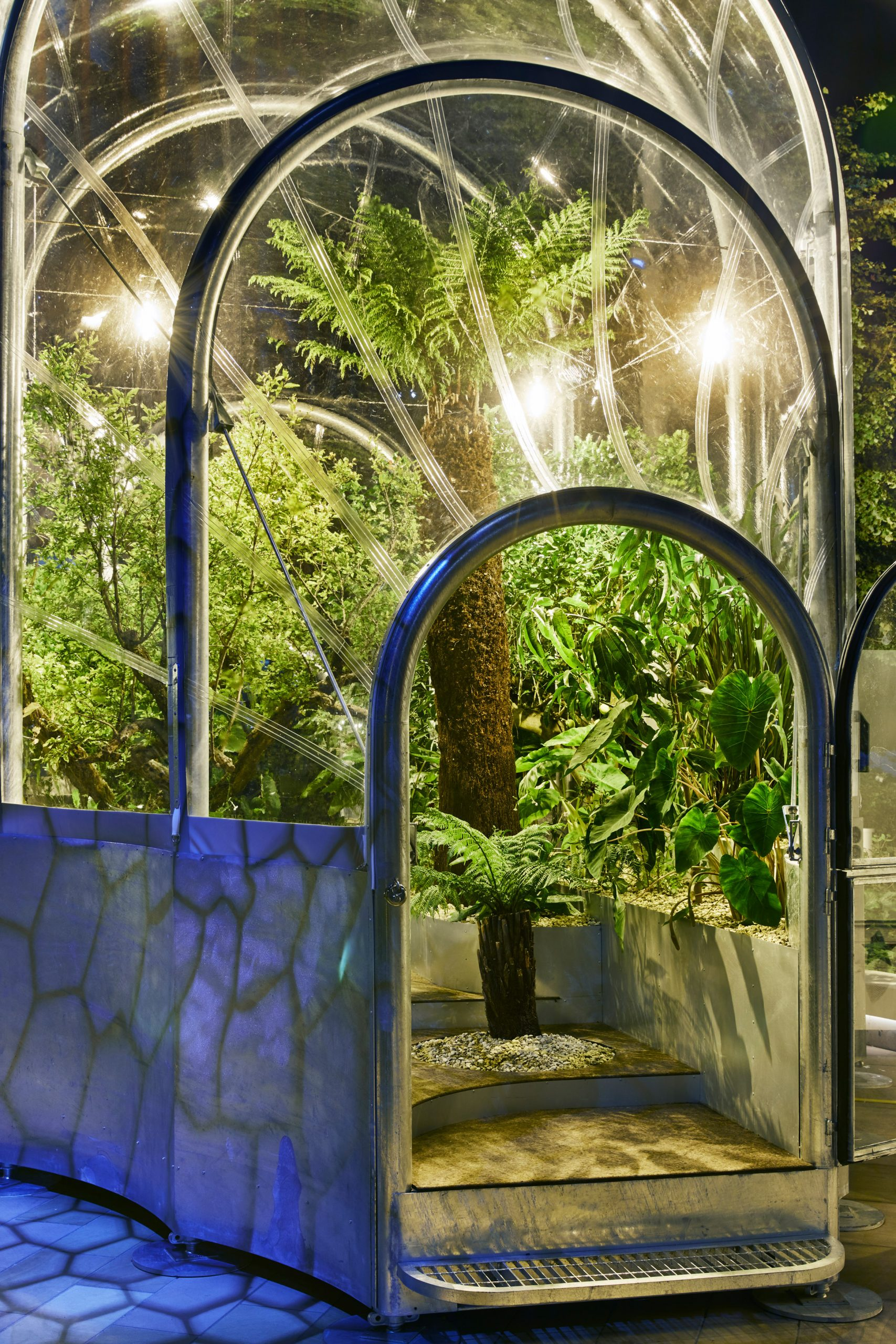 https://static.dezeen.com/uploads/2020/09/hothouse-studio-weave-climate-change-terrarium-london-design-festival_dezeen_2364_col_44-scaled.jpg