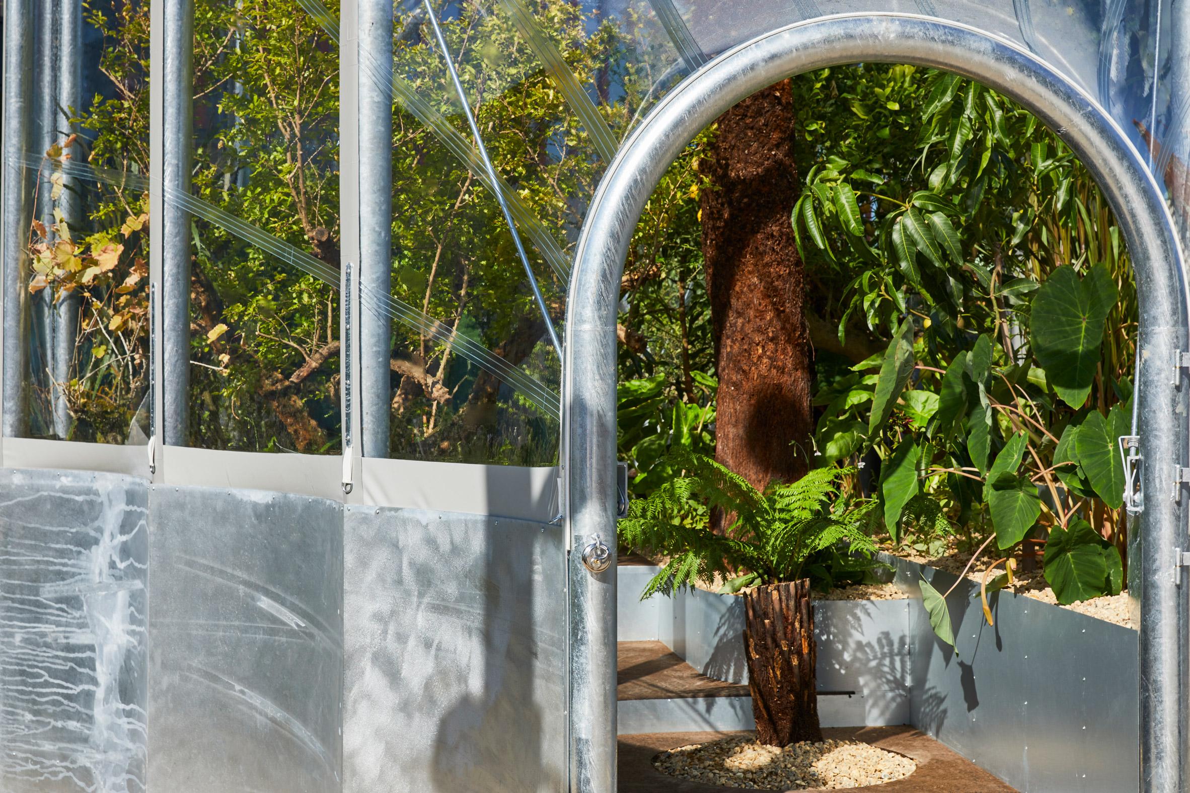 https://static.dezeen.com/uploads/2020/09/hothouse-studio-weave-climate-change-terrarium-london-design-festival_dezeen_2364_col_9.jpg