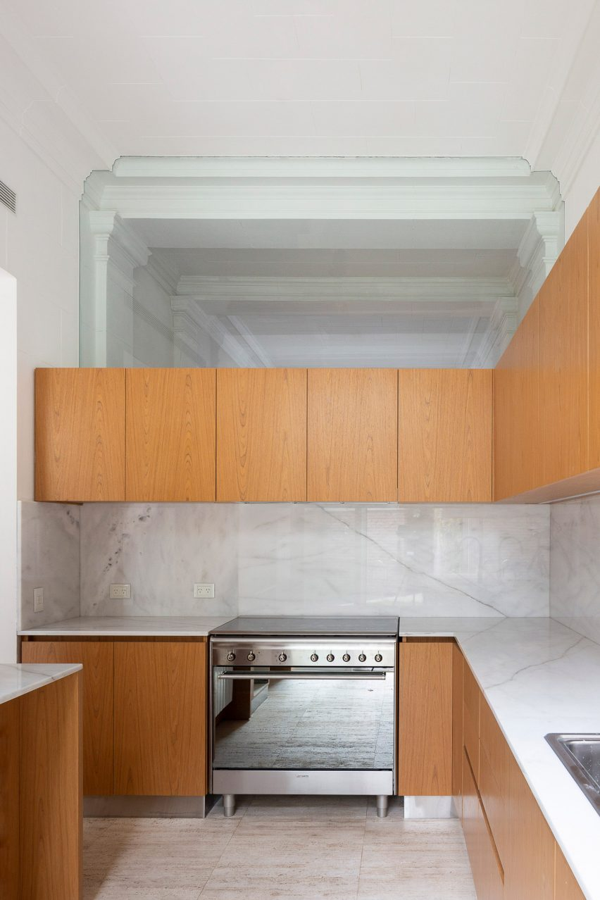 Kitchen in House in Barrio Parque by Torrado Arquitectos