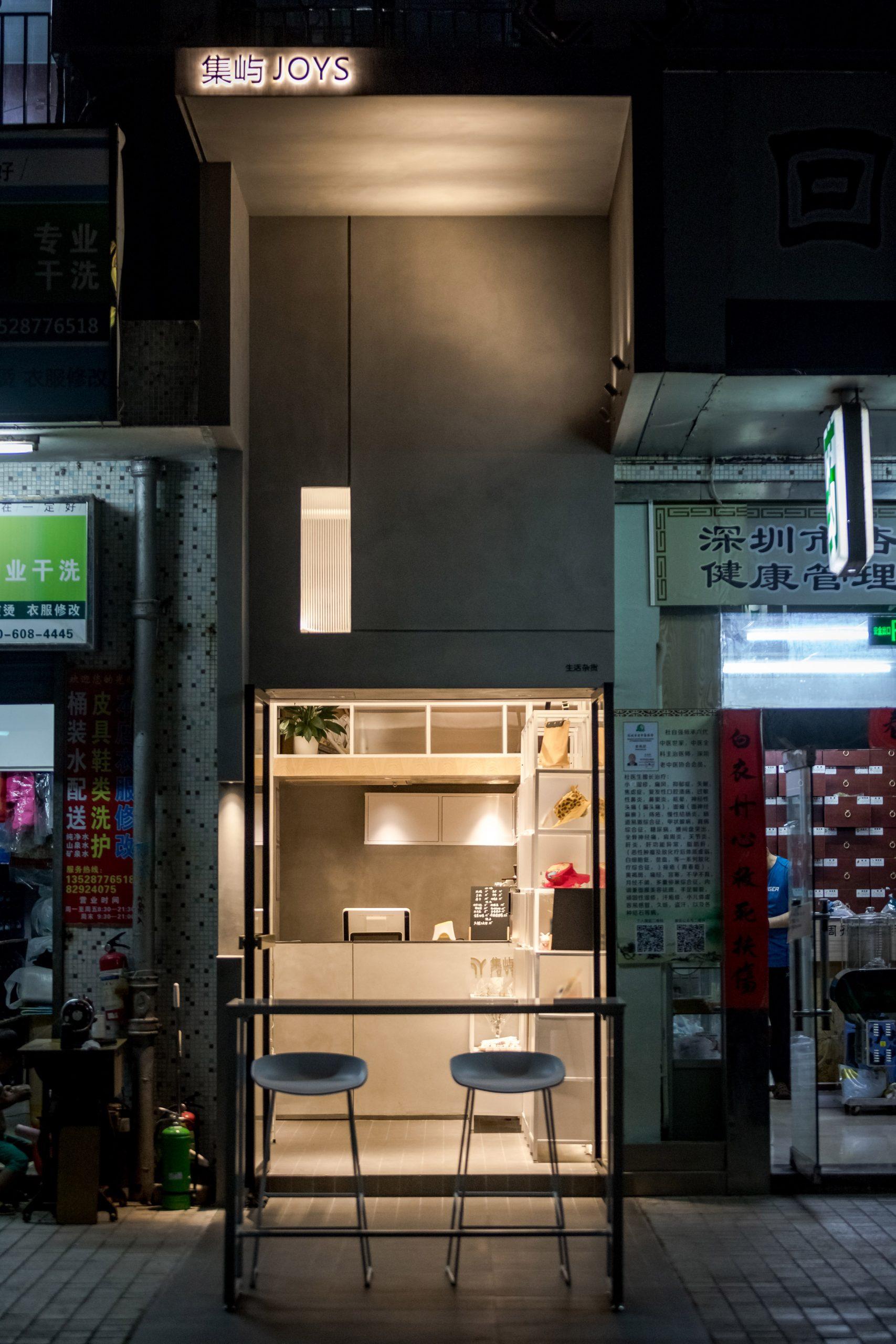Microcafe joys by Onexn in narrow gap in Shenzhen