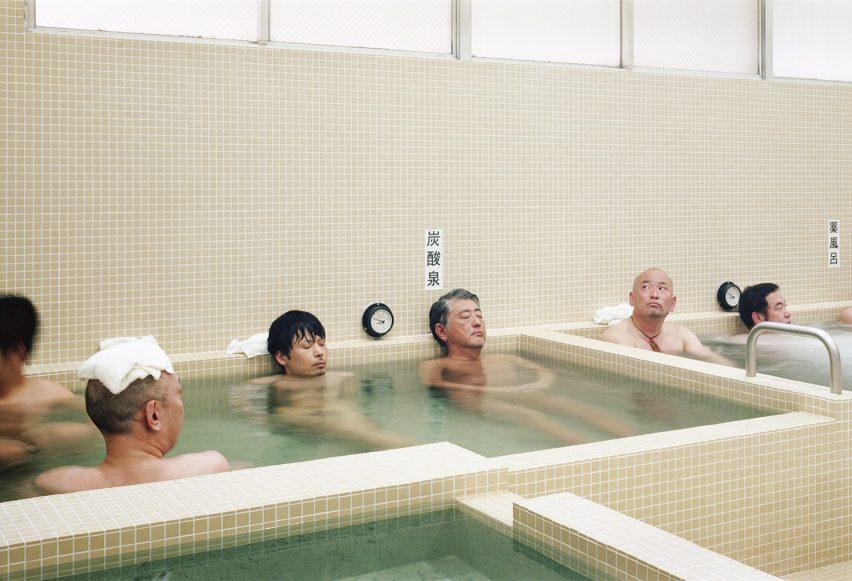 Koganeyu por Schemata Architects renovação no Japão