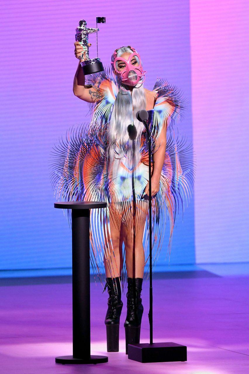 Lady Gaga Teams Pink Face Mask And Iris Van Herpen Dress At Vmas 2020
