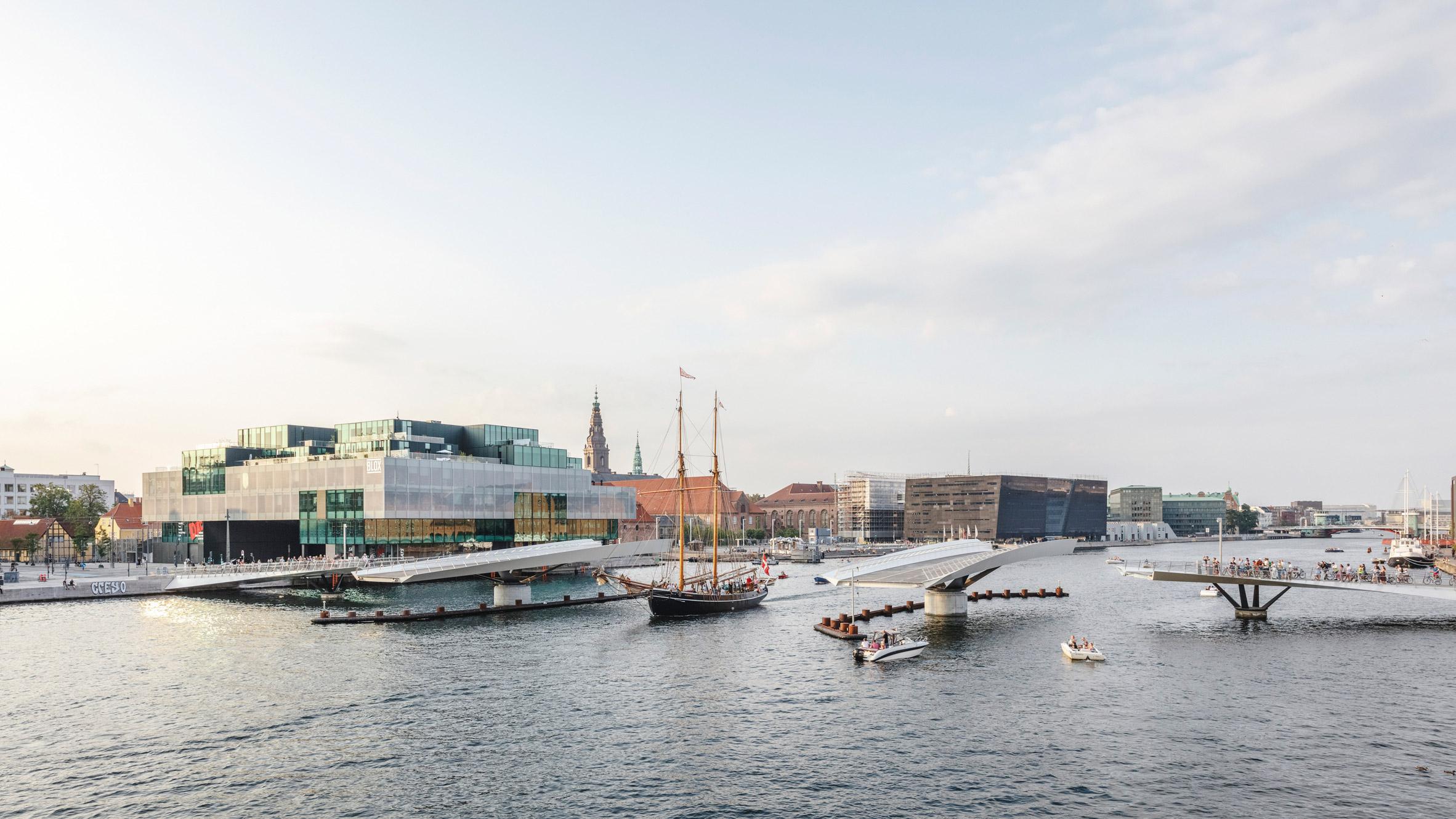 The Lille Langebro bridge in Copenhagen by WilkinsonEyre