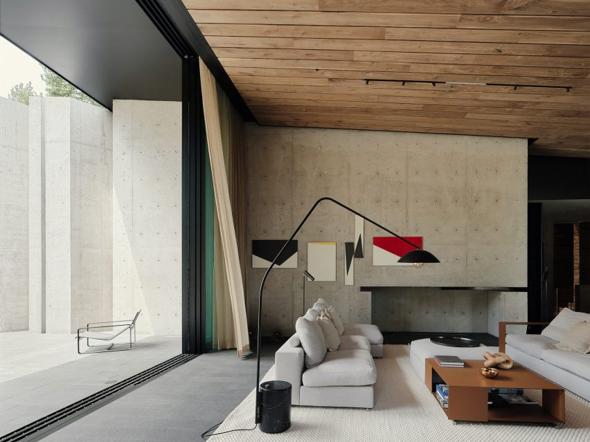 Living area in Lookout House by Faulkner Architects