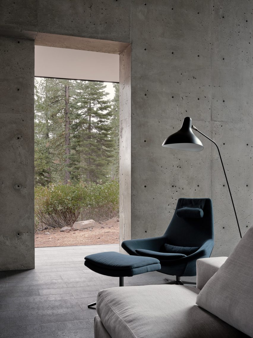 Seating area in Lookout House by Faulkner Architects