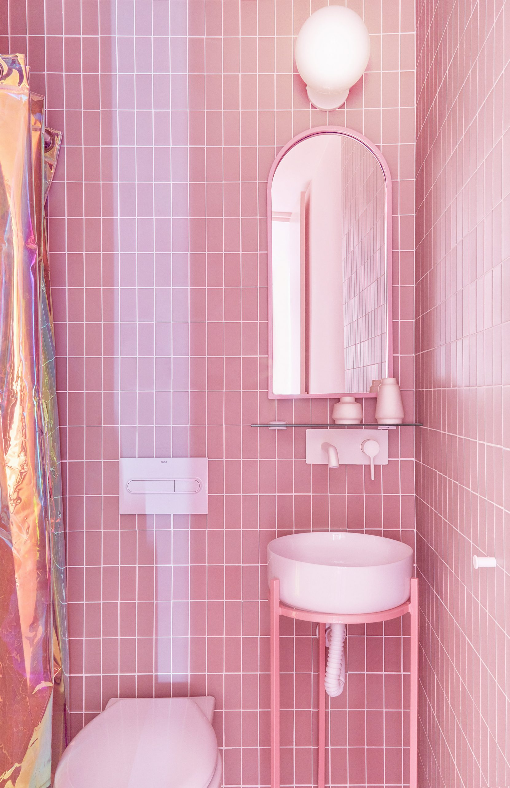 Bathrooms of Minimal Fantasy, a pink apartment in Madrid