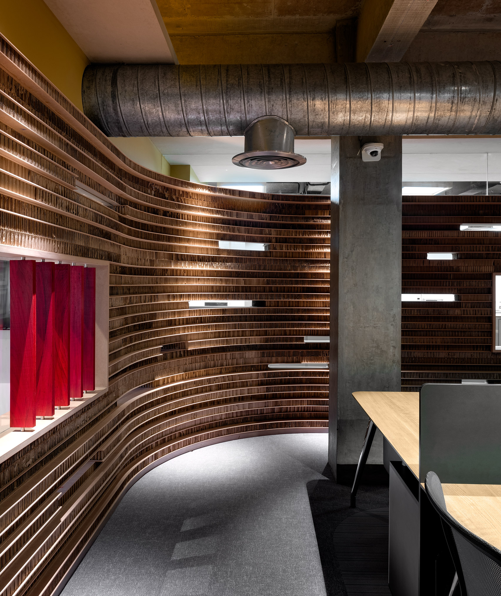 Curving walls of Walls of of Office in Cardboard by Studio VDGA in Pune, India