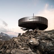 Network of Architecture perches Ötzi Peak 3251m viewpoint above a glacier in Italian Alps